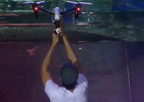 Enrique Iglesias herido con un drone
