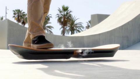Así es Lexus SLIDE, el hoverboard o monopatín volador de Regreso al Futuro