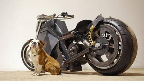 StrangeWorld, la moto que funciona con energía solar y eólica