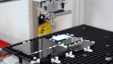 Este curioso robot de Google mide el lag del móvil (vídeo)