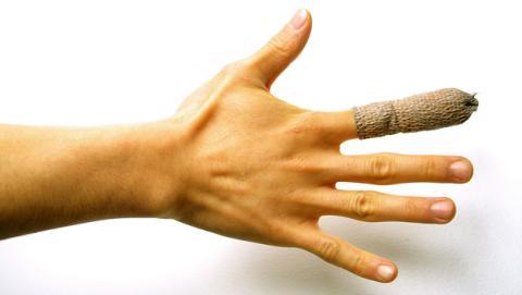 Descubren un gel elástico que cura las heridas al instante