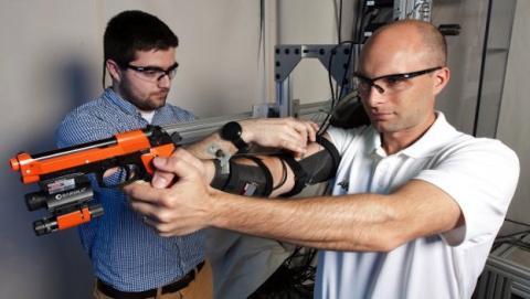 El exoesqueleto Maxfas podría entrenar a los futuros francotiradores