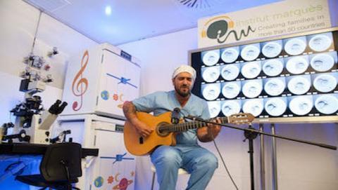 Antonio Orozco protagoniza el primer concierto para embriones. La música aumenta la tasa de fertilidad un 5%.