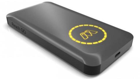 Batería externa USB - C carga el portátil a alta velocidad