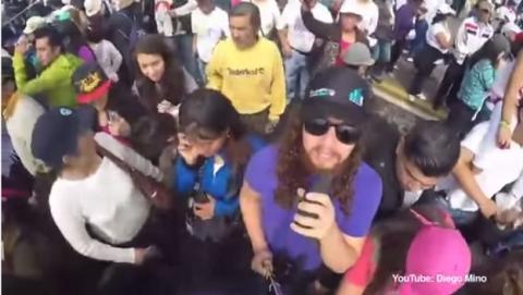 Graba cómo le roban el móvil gracias a un palo de selfie (vídeo).