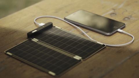 Crean un cargador solar para móviles tan fino como el papel