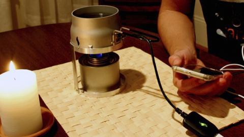 Carga la batería de tu teléfono móvil con agua y una vela