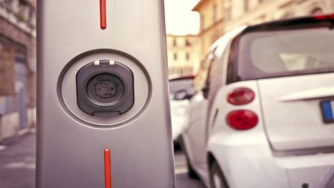 V-Charge permite aparcar el coche sin necesidad de conductor
