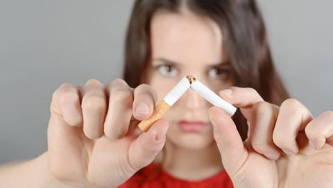 Descubren una bacteria que podría ayudar en la terapia para dejar de fumar
