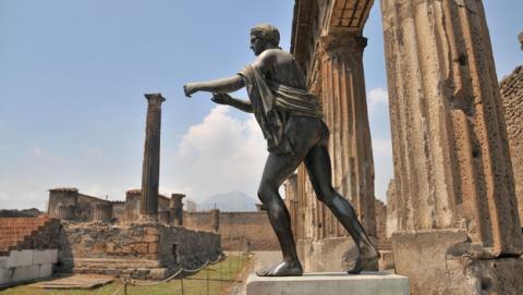 Adolescente roba un mosaico de Pompeya para comprarse un iPhone 6.