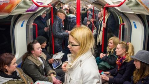 El ciber flashing pornográfico ataca en el metro de Londres.