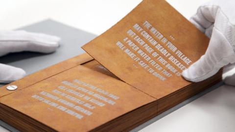 Drinkable Book, un libro que hace que el agua sea potable