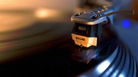 ¡Vuelven los vinilos! 7 tocadiscos que encontrarás en eBay