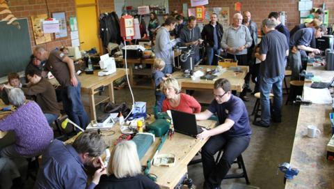 Voluntarios contra la obsolescencia programada