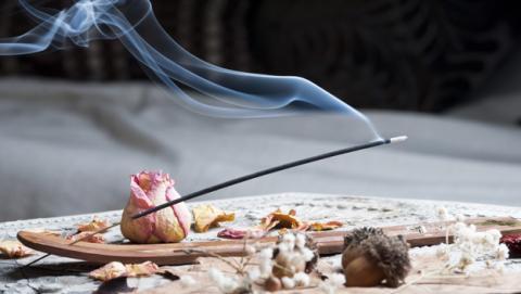 ¿El humo del incienso es más tóxico que el del tabaco?
