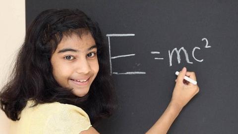Niña de 12 años es más lista que Stephen Hawking y Einstein