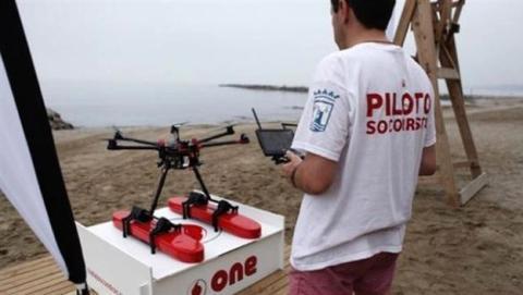 Dron socorrista rescata a un bañista en la playa de Cartagena