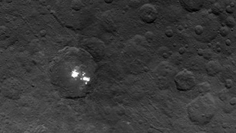 La NASA no sabe qué son estas luces blancas en Ceres.