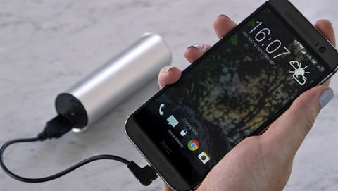 Shine, una linterna y un cargador solar para tu smartphone