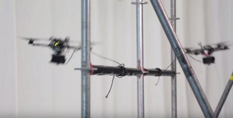 Drones construyen puente