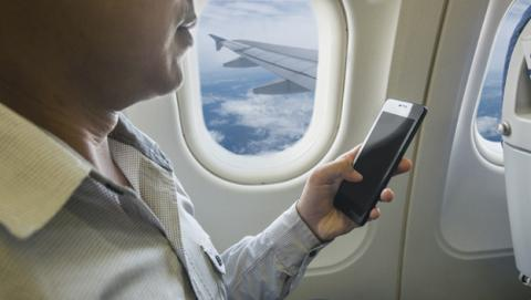 Pasajeros de vuelos europeos tendrán banda ancha en el avión