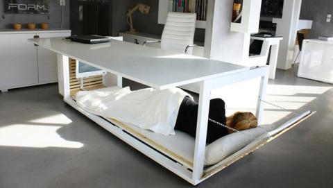 Con esta cama escritorio ya puedes dormir en la oficina