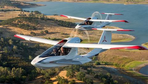 Icon A5: avión ultraligero plegable anfibio y barato