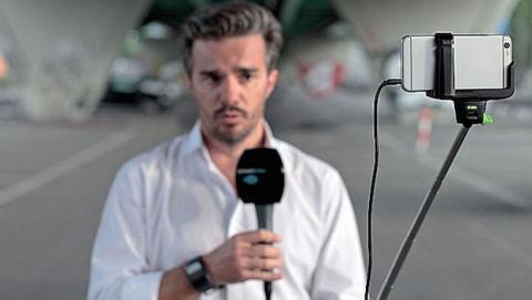 Canal de noticias cambia cámaras por iPhones y selfie sticks