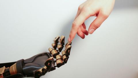 Piel artificial envía señales al cerebro para sentir de verdad