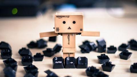 Amazon demanda a 1.000 personas por escribir reseñas falsas de artículos