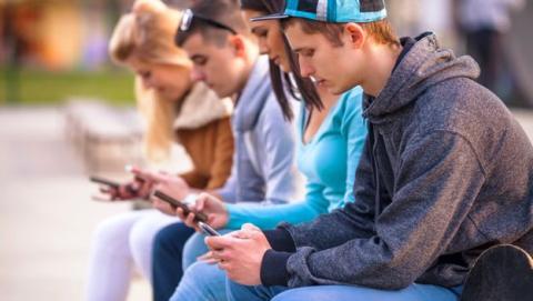 Nuestra adicción a las redes nos hace cada vez menos sociales