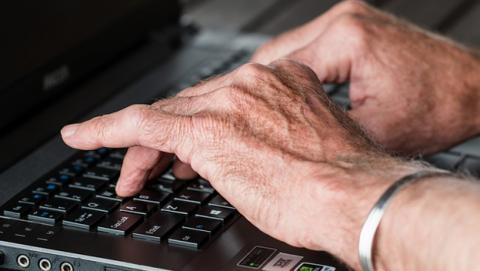 Consejos para que los abuelos naveguen seguros por Internet