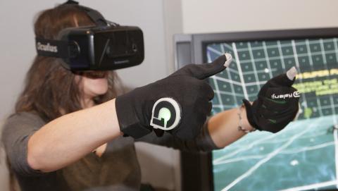 GloveOne no solo te muestra escenarios virtuales, también te permite tocarlos