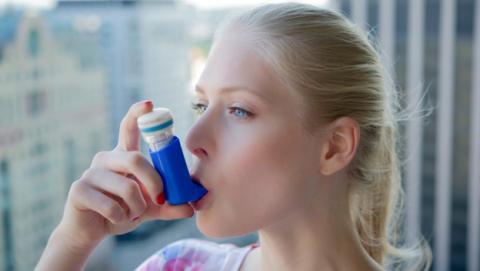 Diseñan un inhalador inteligente para personas con asma