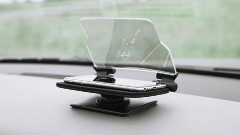 Convierte tu móvil en pantalla para el parabrisas del coche