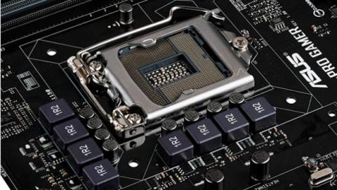 El zócalo de la placa base debe ser compatible con el procesador.