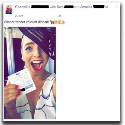 Le roban el premio por publicar el billete con el código de barras en Facebook