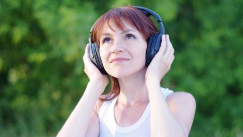 Consejos y claves para comprar unos auriculares Bluetooth inalámbricos: cómo elegir