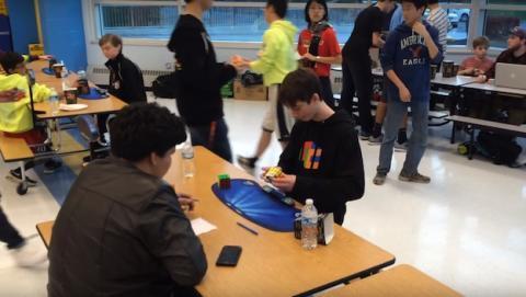 Joven de 14 años resuelve el cubo de Rubik en 4,90 segundos