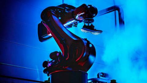 Adidas empezará a fabricar zapatillas con robots en 2016