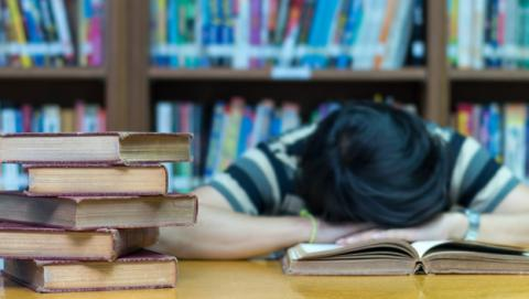 Dispositivo para estudiar mientras duermes