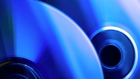 Con este tipo de unidades podrás utilizar discos de entre 25 GB y 128 GB, dependiendo de la cantidad de capas (layers) que soporte.