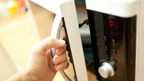 7 funciones que nunca imaginaste que tu microondas podía hacer