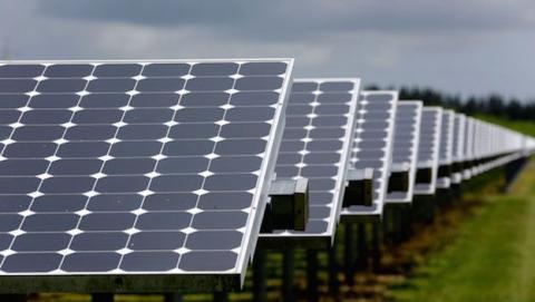 Material que guarda el calor de la energia solar