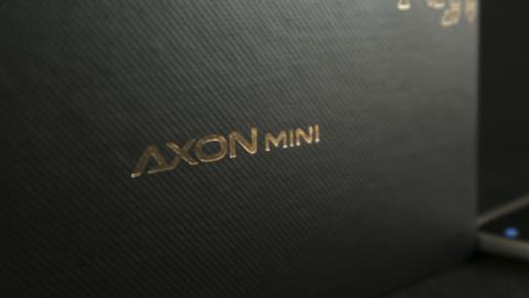Caja del AXON Mini de ZTE