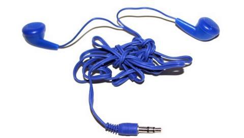 Perdemos 4 días de vida desenredando el cable de los auriculares