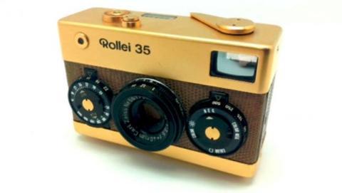 La cámara compacta Rollei 35 Gold es una pieza de colección fabricada en 1970 y de la cual solo se fabricaron 5.000 unidades.