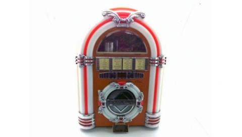 Este radio CD-Cassette de Coca-cola imita la apariencia de una jukebox de los años 50