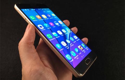 Galaxy A5 2016 en mano