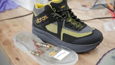 zapatillas que carga la bateria